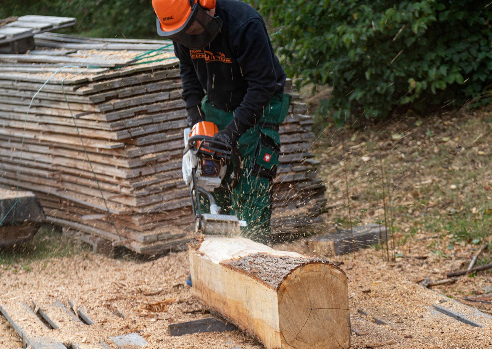 Holz fräsen für die Baumelbank