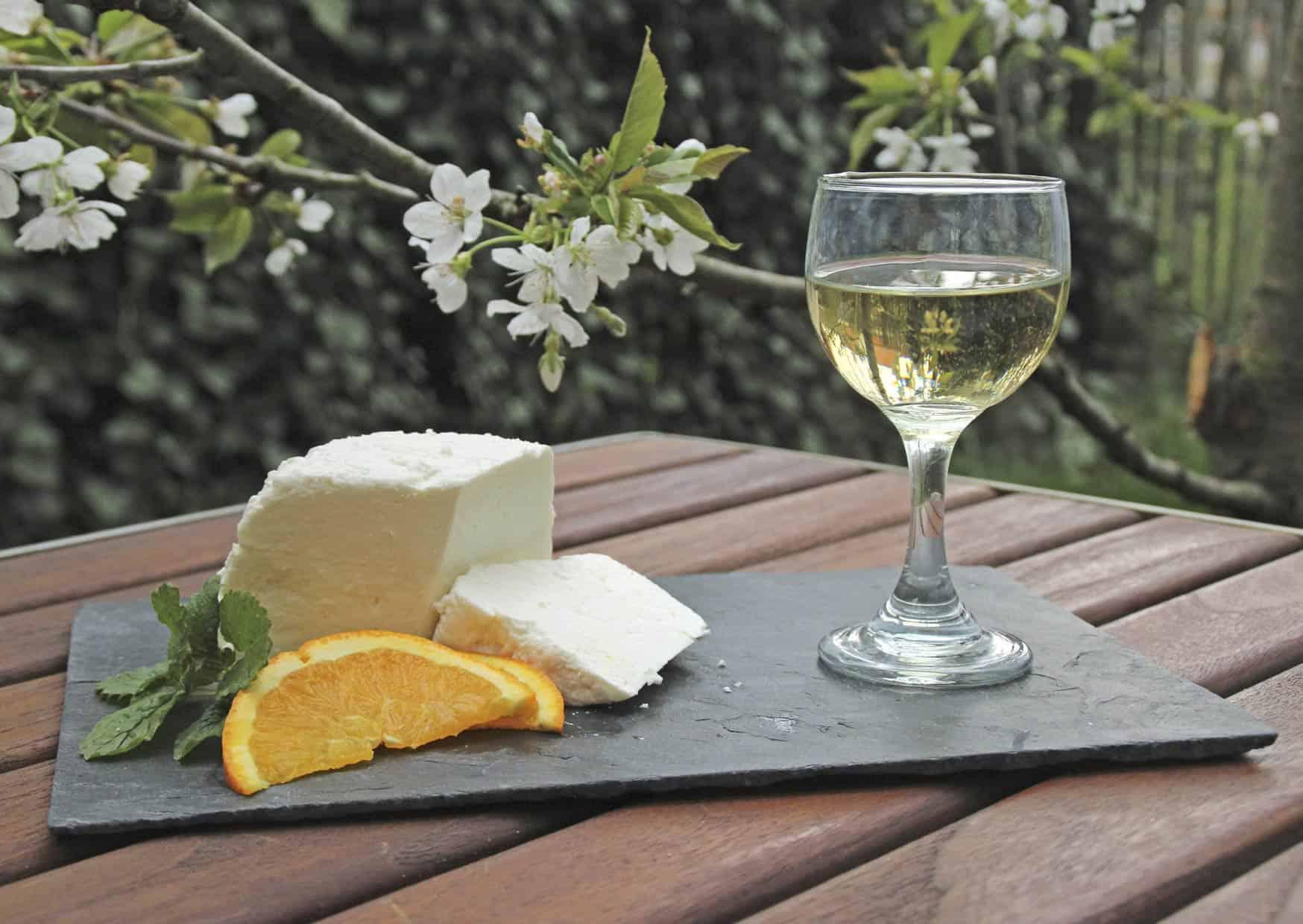 Feta und Weißwein