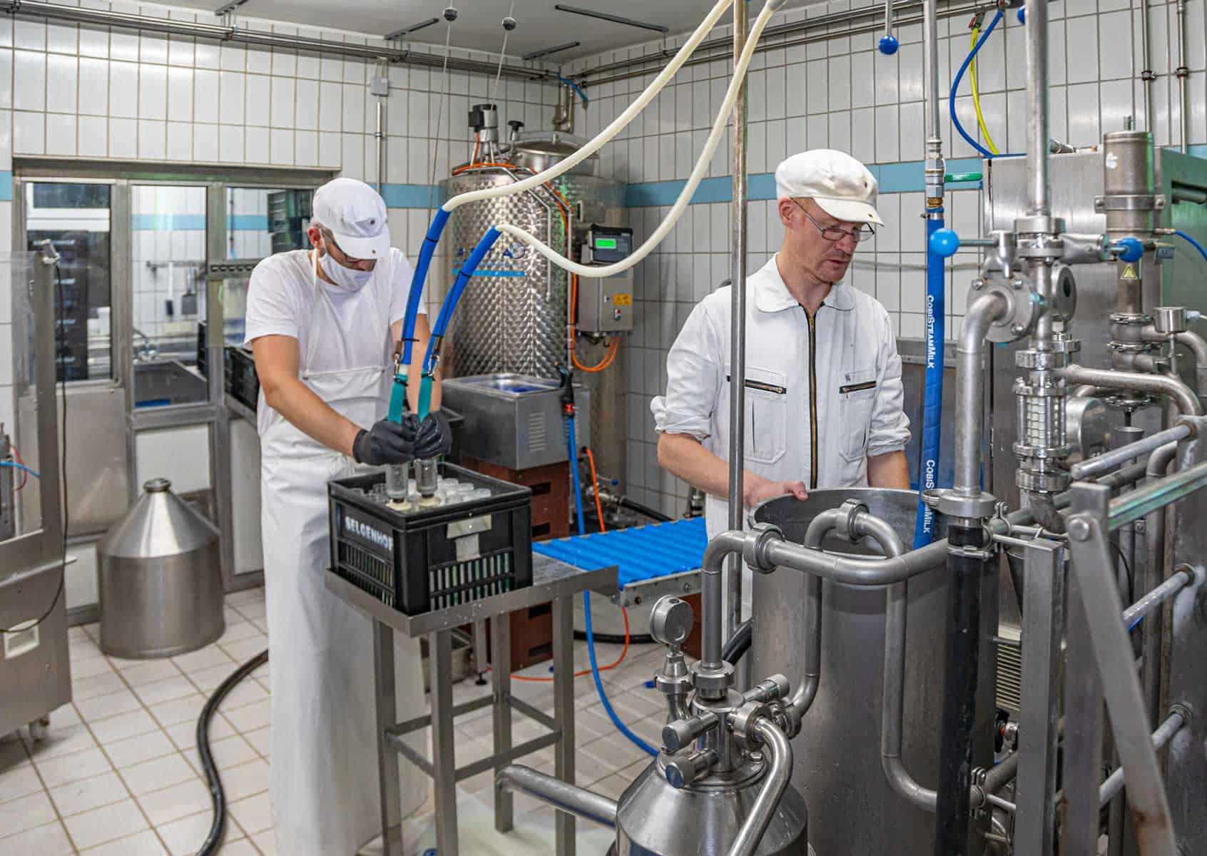 Mitarbeiter in der Molkerei